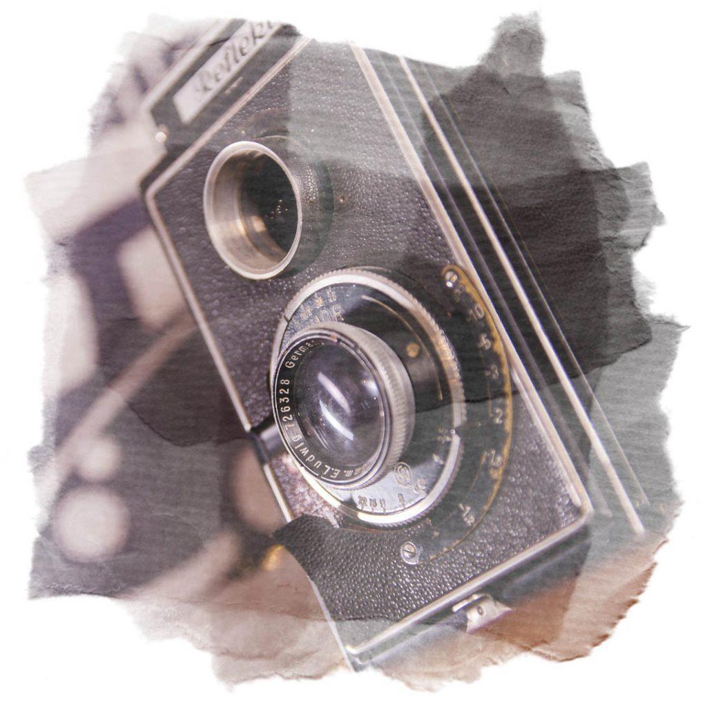 Vintage Fotoapparat als Dekoelement für ein Beauty- und Erotik Shooting auf Fotokulisse